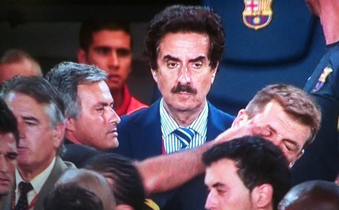 Mourinho-le-metio-dedo-ojo-Tito-Vilanova.jpg