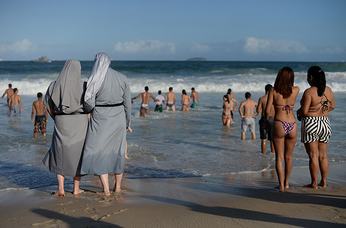 TOPSHOTS-Two-Polish-nuns--007.jpg